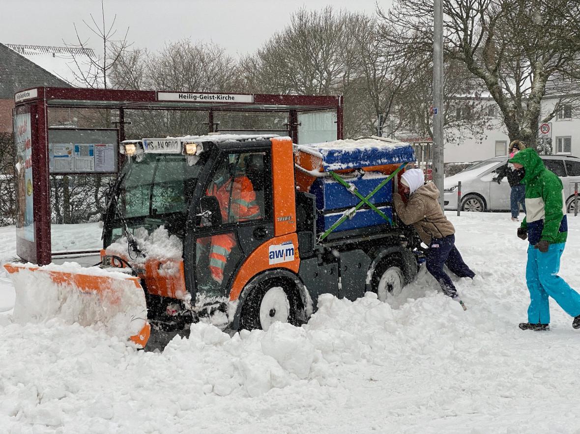 Spontane Hilfe auf der Metzer Straße. Foto: CDU